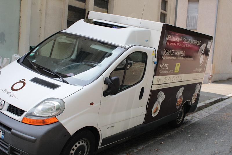 adhésif sticker camion traiteur angers