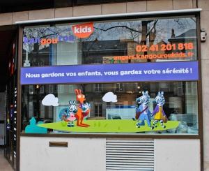 adhésif vitrine panneaux local angers