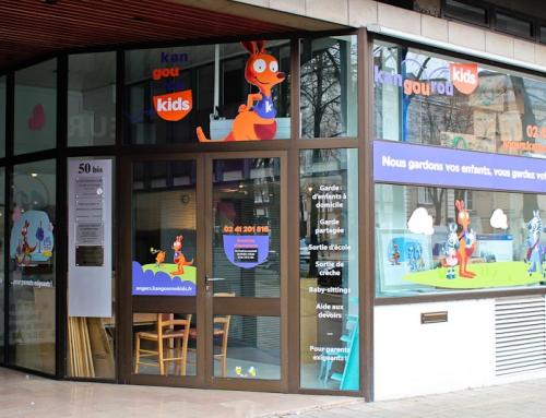 Habillage adhésifs vitrine et panneaux enseigne local commercial à Angers