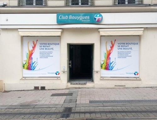 Pose d'adhésifs travaux vitrine Bouygues Télécom Angers