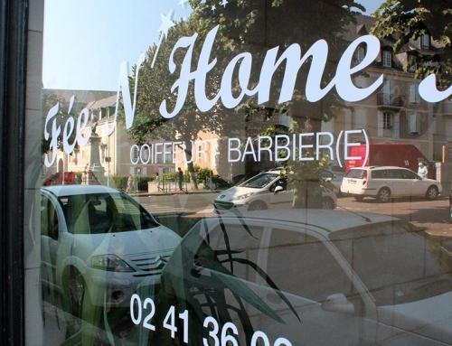 Adhésifs vitrine salon de coiffure à Angers