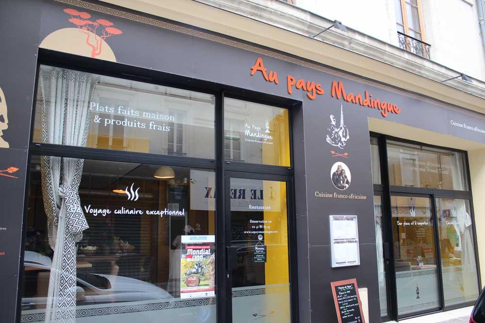 pose adhésif panneau restaurant Angers