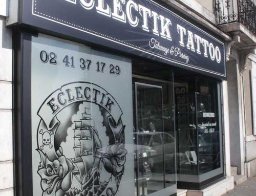 Enseigne et adhésifs vitrine boutique à Angers