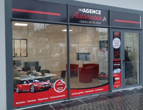 Pose d'adhésifs vinyle vitre d'agence à Angers